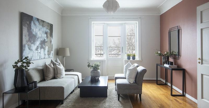 Stue ? flotte lysforhold hele året med 3 rom, høyt og fritt, mot sørvest