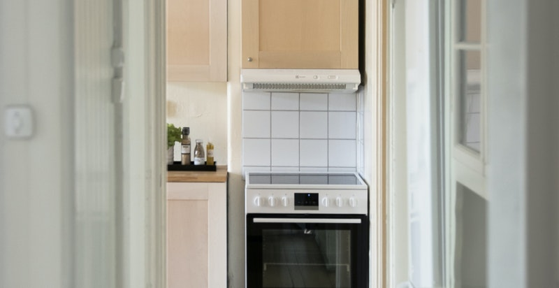 Mange originale elementer i leiligheten, som anretning, dører, gulv mm.