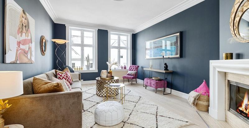 Velkommen til Eckersbergs gate 13 A - En klassisk toppleilighet med luftig takhøyde, store vindusflater og god atmosfære.