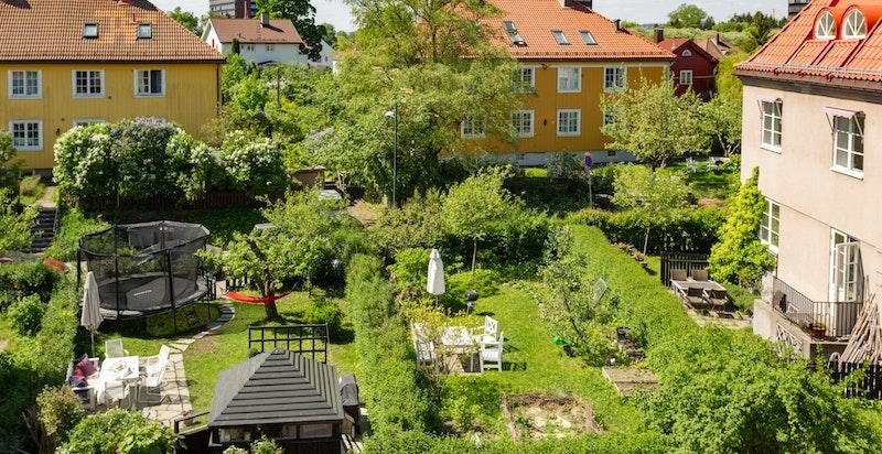 Ullevål Hageby er kjent for sine vakre omgivelser med vakre og ærverdige bygninger fra 1920-tallet og idylliske hageparseller.