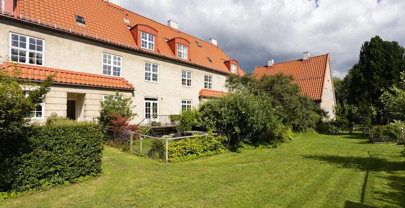 Hagene er inngjerdet, og plassen mellom parsellene kan brukes til glede for alle beboerne.
