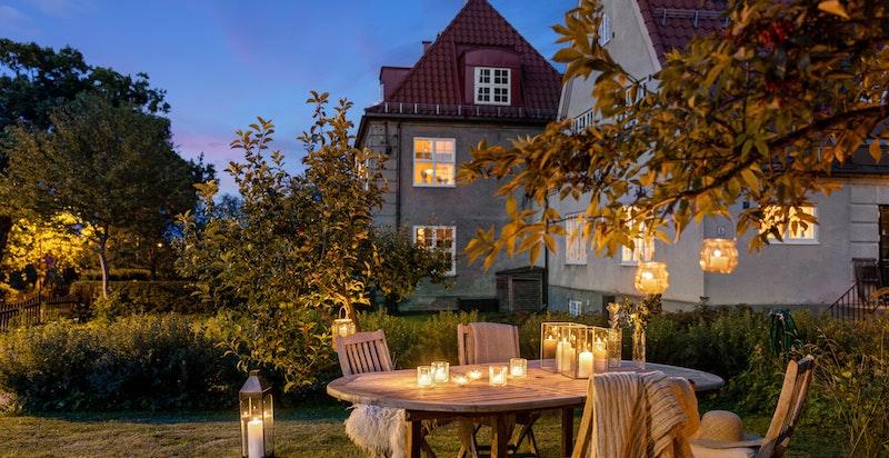 Velkommen til Jutulveien 9 - en vakker og svært innbydende bolig med god og etterspurt beliggenhet i Ullevål Hageby.