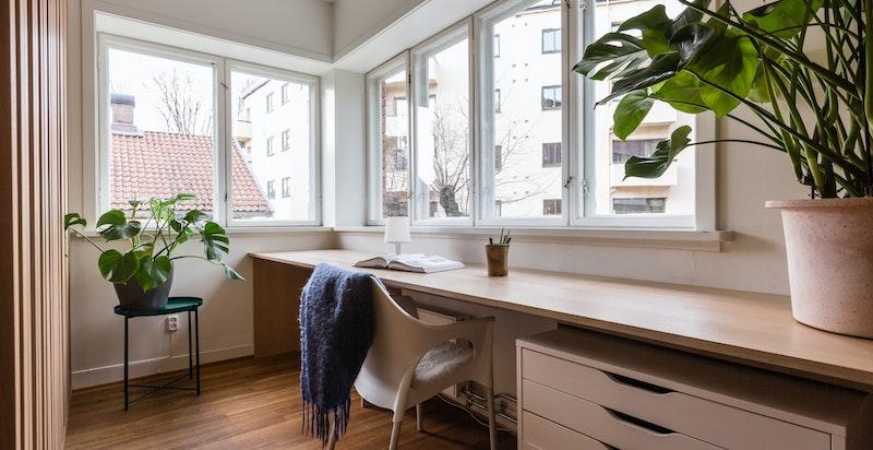 Klassisk funkis vindusbelte ved kontorplassen