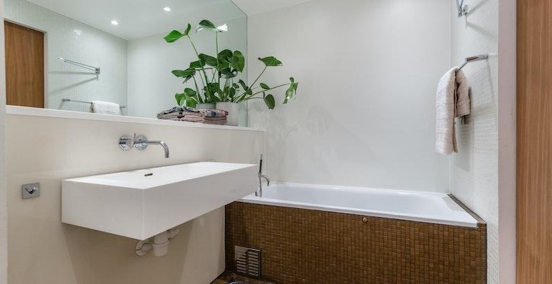 Veggintegrerte Vola armaturer til vask, dusj og badekar
