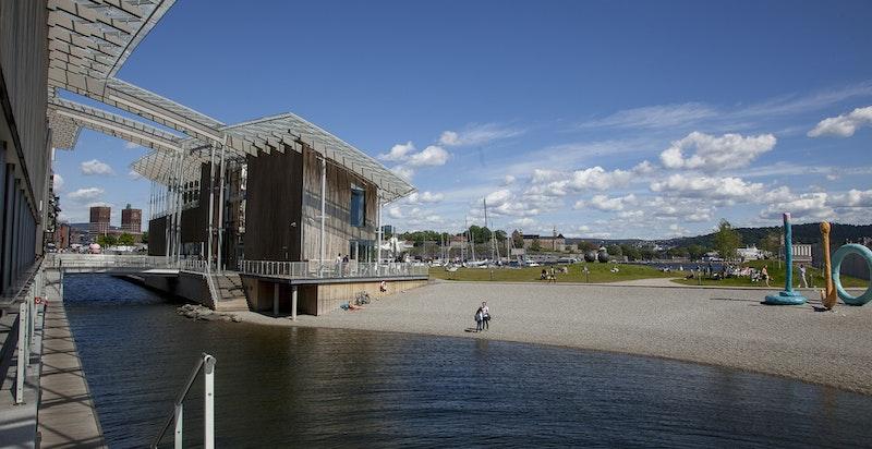 Sjønær beliggenhet- badeplassen ytterst på Tjuvholmen er en kort spasertur unna.