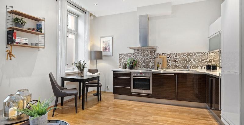 Åpen stue/kjøkkenløsning gir også plass til spisebord