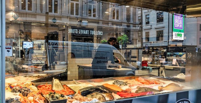 Det finnes en rekke hyggelige spesialbutikker i området, her den hyggelige fiskebutikken Georg A. Nilsen i Schultz' gate