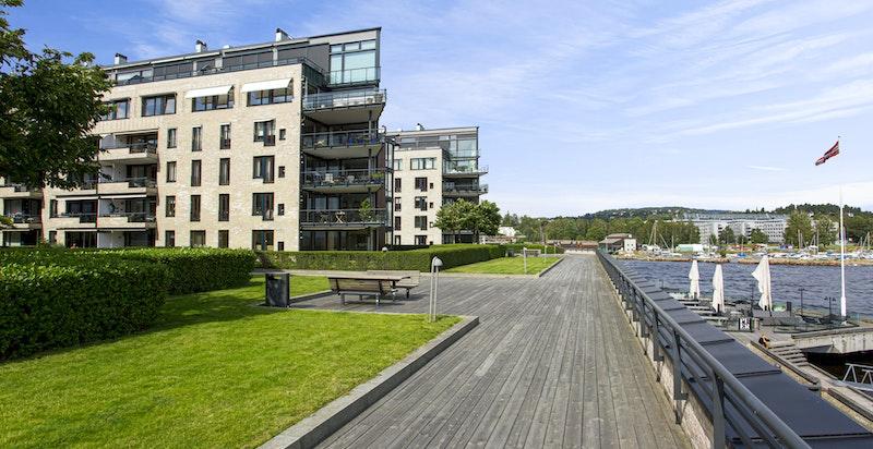 Lysaker Brygge - her bor du svært nære sjøen og området tilbyr rikelig med turmuligheter og bademulighet.
