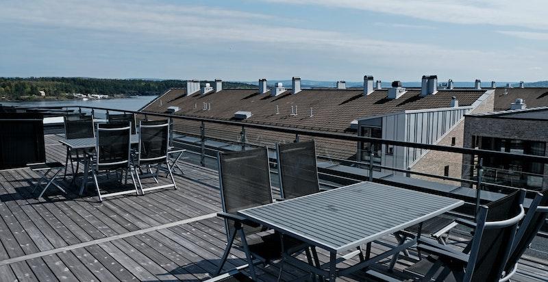 Tilgang felles takterrasse fra oppgang 18 med fantastisk utsikt og sol hele dagen