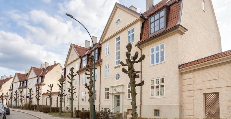 Velkommen til Armauer Hansens gate 6 B - en lys og flott leilighet over to plan i Lindern Hageby.