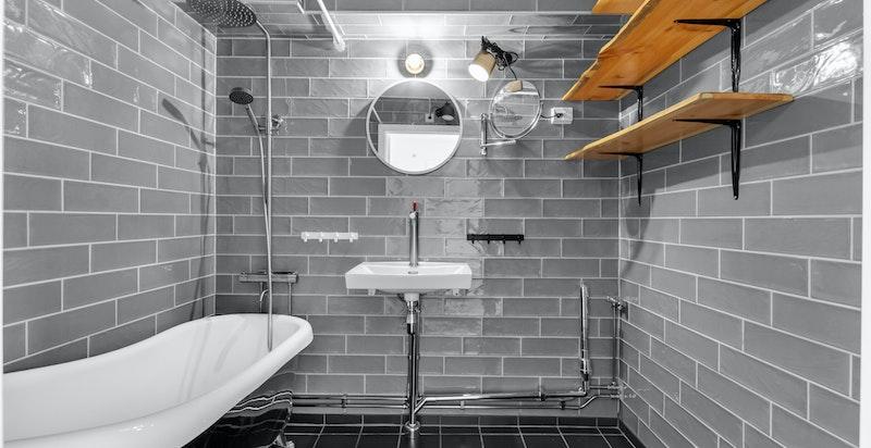 Flott flislagt bad fra 2019 med gulvvarme.