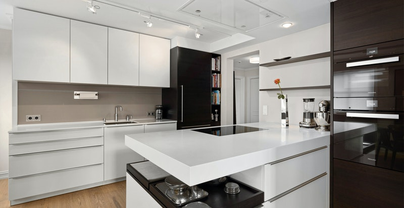 Detalj fra det praktiske,flotte kjøkkenet