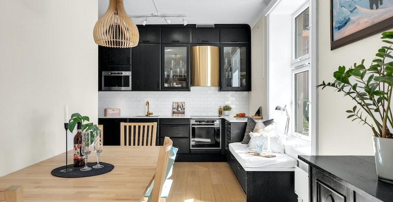 Åpen løsning mellom stue og kjøkken/spiseplass