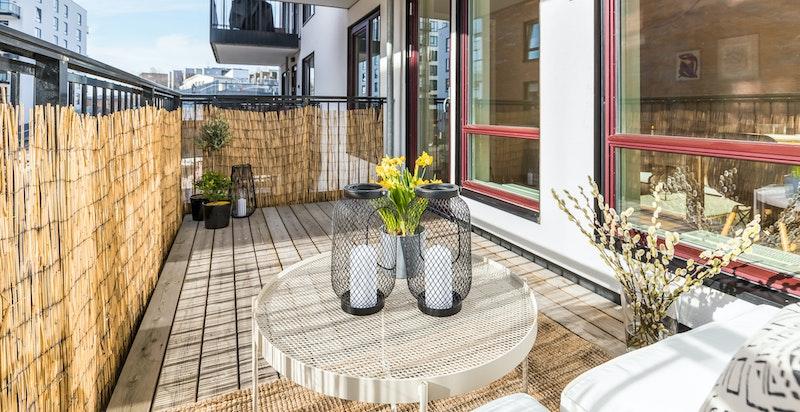 Velkommen til Bøkkerveien 18. Solrik og romslig balkong på ca. 8,7 kvm-