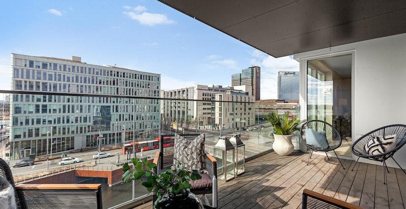 Rålekker 4-roms selveier med vestvendt balkong på 13 kvm.