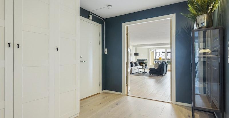 Hall med integrerte garderober