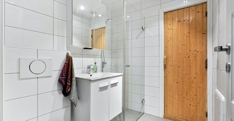 Bad med badstue, dusj og wc  i tilknytning til kjellerstue / trimrom