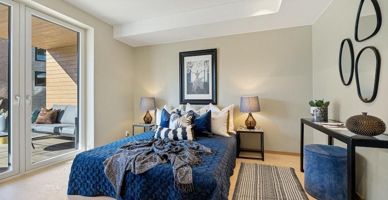 Rommet har plass til dobbeltseng og garderobeinnredning.