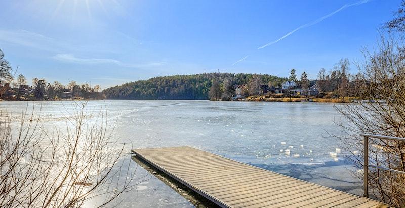 Kolbotnvannet ligger i umiddelbar nærhet med flotte rekreasjonsmuligheter.