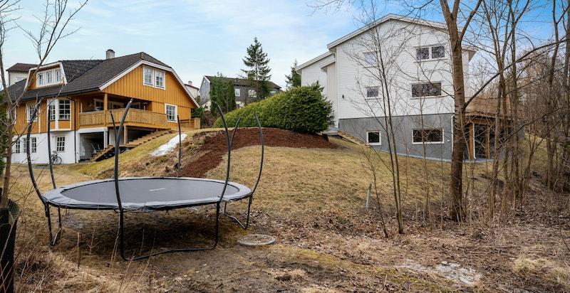 På det flate partiet mot turveien er det f.eks ideelt å plassere en trampoline
