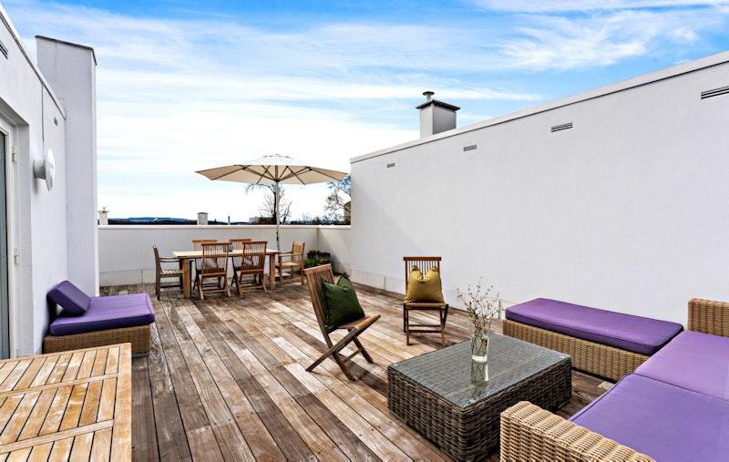 Et særpreget rekkehus tegnet av ark. Kari Nissen Brodtkorb - kjent for klare formale referanser til hvit mellomeuropeisk modernisme.