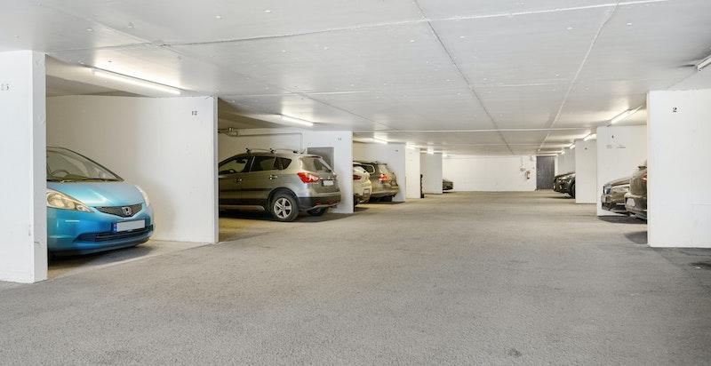 Det medfølger garasjeplass i garasjeanlegg