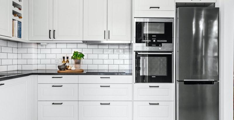 Integrert hvitevarer fra Siemens, inkludert mikrobølgeovn, stekeovn og oppvaskmaskin