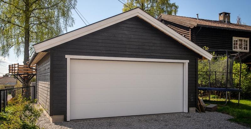 Ny dobbel, fin garasje med el-billader