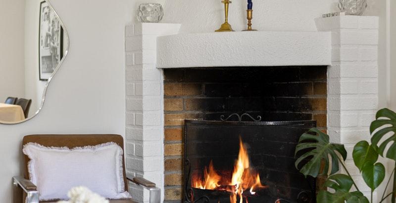 Koselig peis som varmer godt på kalde vinterdager.