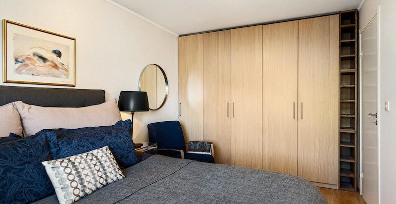 Godt med garderobeplass på soverom