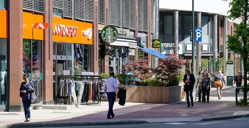 Det er kort vei til den populære handlegaten Karenslyst Allé, som fungerer som et naturlig sentrum og møtepunkt for beboerne på Skøyen.