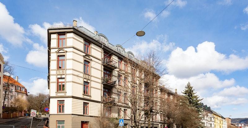 Leiligheten har en populær beliggenhet sentralt på St. Hanshaugen.
