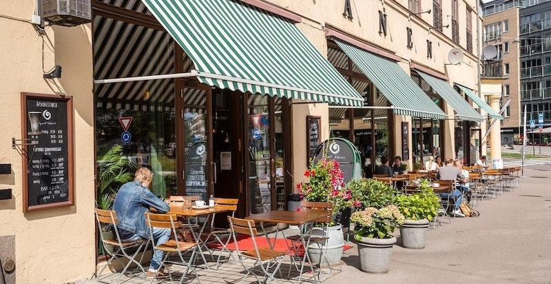 Alexander Kiellands plass ligger en kort spasertur unna med blant annet Tranen som serverer nydelig mat.