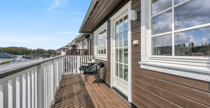 Fra hovedsoverommet er det utgang til sydvestvendt veranda.