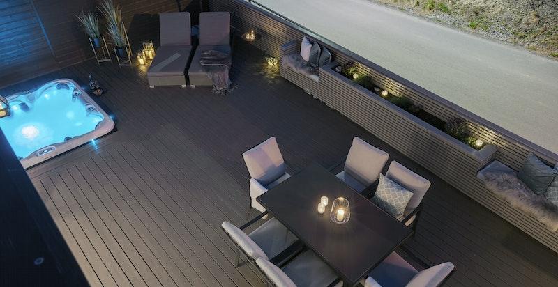 Terrassen har plass til diverse sittegrupper, solsenger, beplantning, m.m.