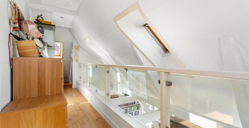 Mellomgang på loftet.