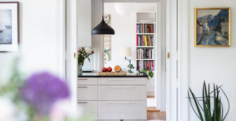 Detaljer - fra stue til kjøkken.