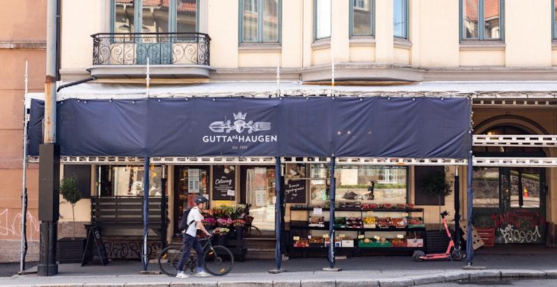Fra leiligheten er det kun en liten spasertur bort til områdets nisjebutikker og kaféer. Her finner du blant annet Gutta på haugen, Pascal, Smalhans og Java kaffe- og vinbar.