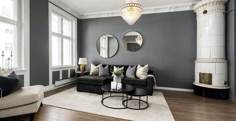 Meget lys og fin stue med kakkelovn