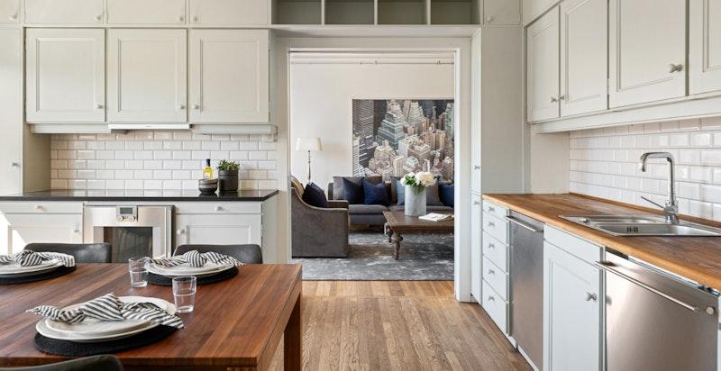 Fra kjøkkenet mot stuen