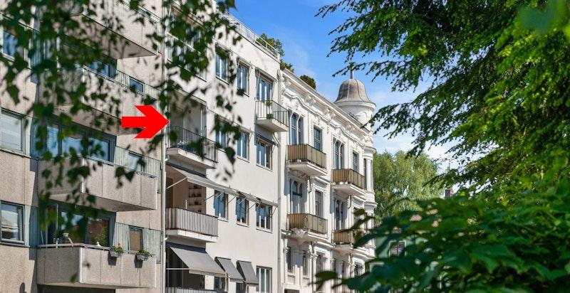 Fra fasaden, 3. etg. med fin solrik balkong i stille, attraktivt boligområde
