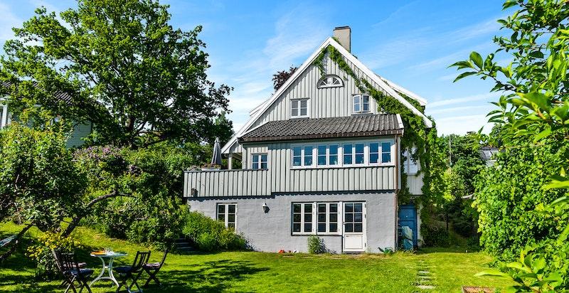 Innholdsrik bolig over tre etasjer med egen hybel