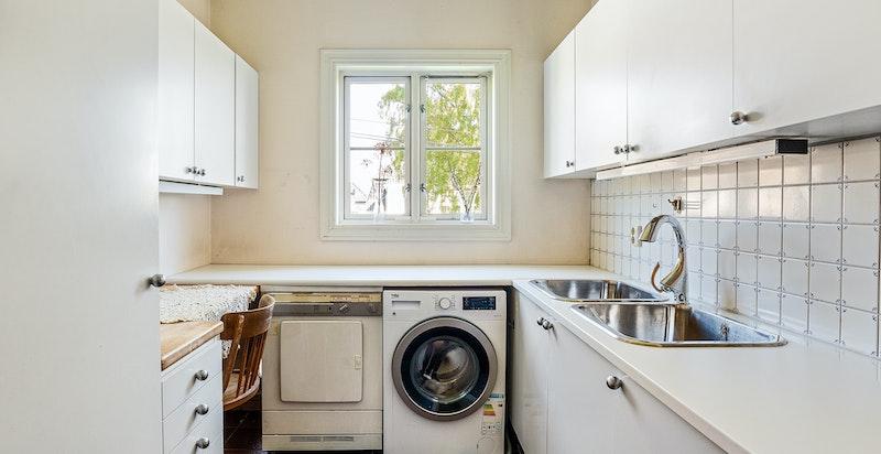 I samme etasje finner du også praktisk vaskerom
