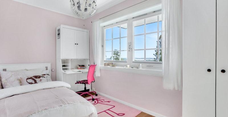De øvrige rommene fungerer ypperlig som barnerom, gjesterom, kontor eller det man måtte ha behov for.