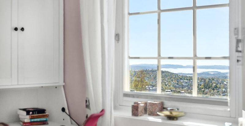 Det er vakker utsikt også fra rommene i underetasjen.