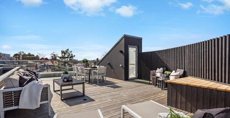 Flere av toppleilighetene har flotte og solrike, private takterrasser. Terrassene er utstyrt med uttak til gassgrill, kaldtvann og stikkontakt.