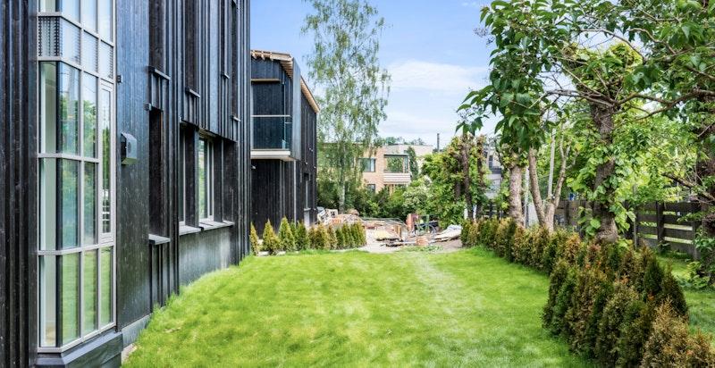 Leilighetene i 1. etasje har store private terrasser og hager.