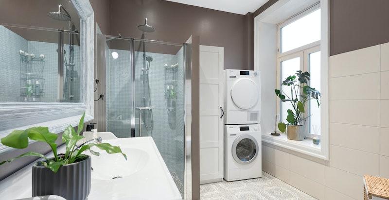 Nyere svært innbydende baderom - lekker standard (bad 1)