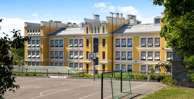 Populære, nyoppussede Uranienborg skole rett ved