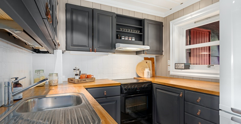 Kjøkken med hyggelig vindu